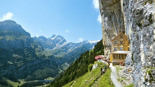 瑞士风格独特的高山旅馆Aescher2